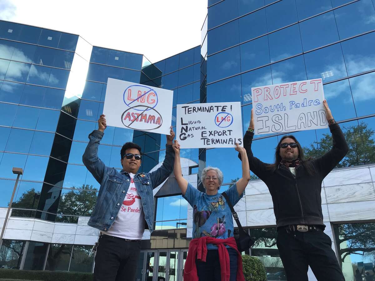 Environmentalists delivered more than 1,100 comments on Monday to state regulators in opposition to Annova LNG's proposed liquefied natural gas export terminal at the Port of Brownsville.