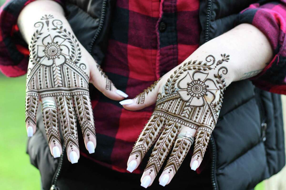 A variety of patterns and motifs are available at Henna By Elyse in Kent.