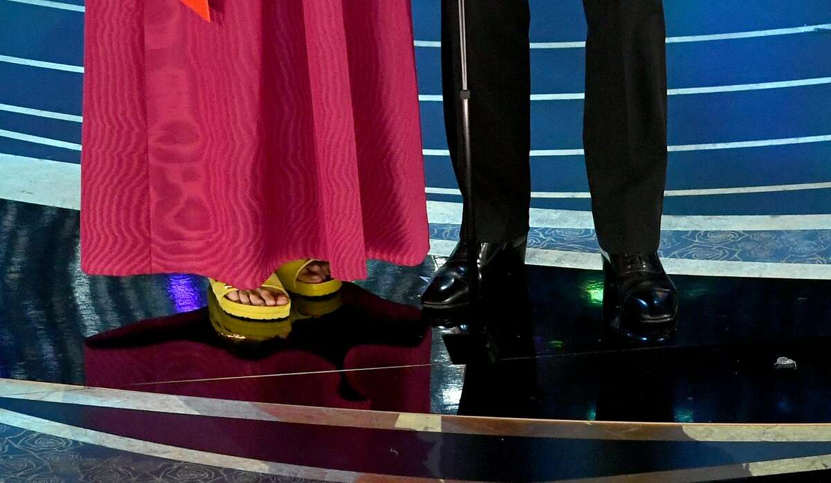 HOLLYWOOD, CALIFORNIA - FEBRUARY 24: (L-R) Frances McDormand and Sam Rockwell, shoes and fashion details, speak onstage during the 91st Annual Academy Awards at Dolby Theatre on February 24, 2019 in Hollywood, California. (Photo by Kevin Winter/Getty Images)