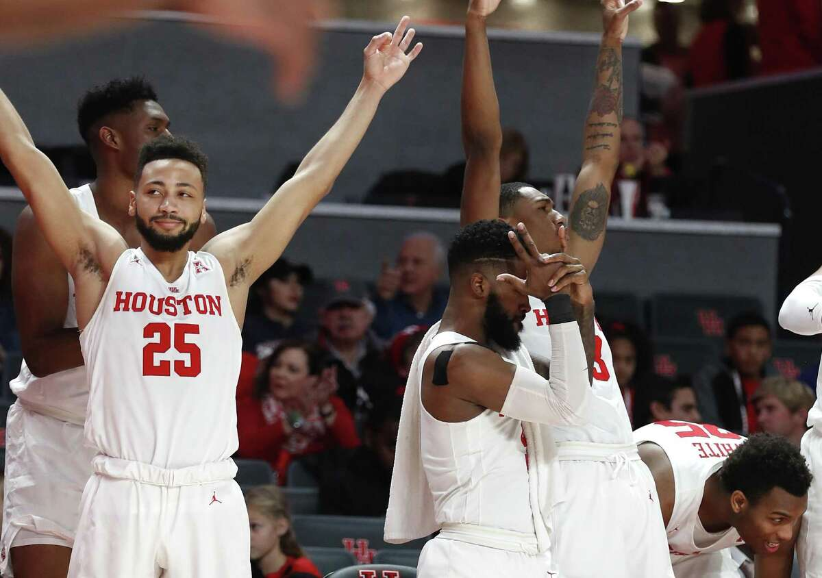 Senior guard Galen Robinson Jr. (25) is one of the elder statesmen on a closeknit Houston Cougars team that is 26-1 and ranked eighth in the country.