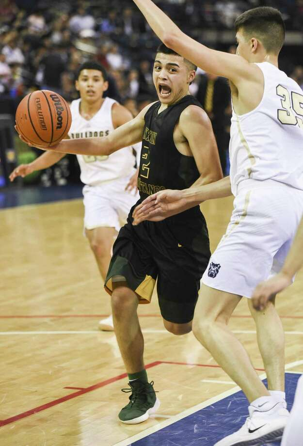 LJ Herrera and Nixon advanced to the Sweet 16 of the state playoff Tuesday with a win over Alexander. Photo: Danny Zaragoza /Laredo Morning Times
