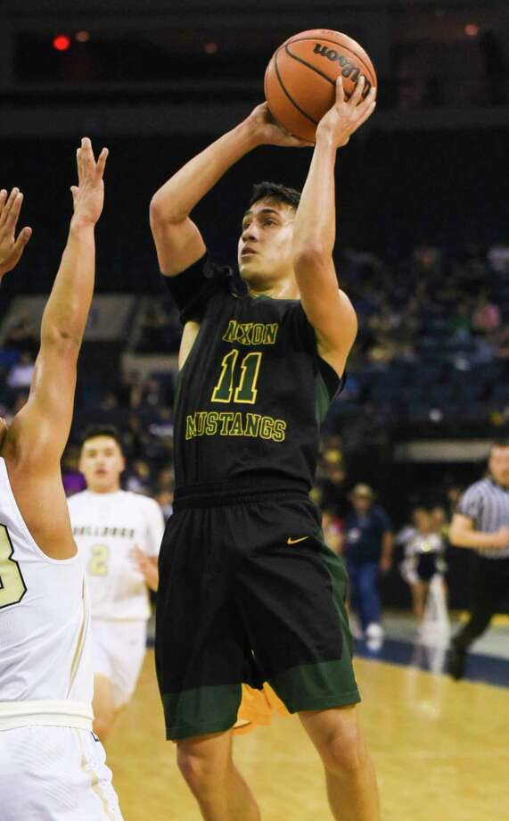 Joel Pena averaged 12.7 points in his senior season at Nixon on his way to earning Co-Defensive Player of the Year in District 29-6A and All-Region 6A honors. Photo: Danny Zaragoza /Laredo Morning Times File