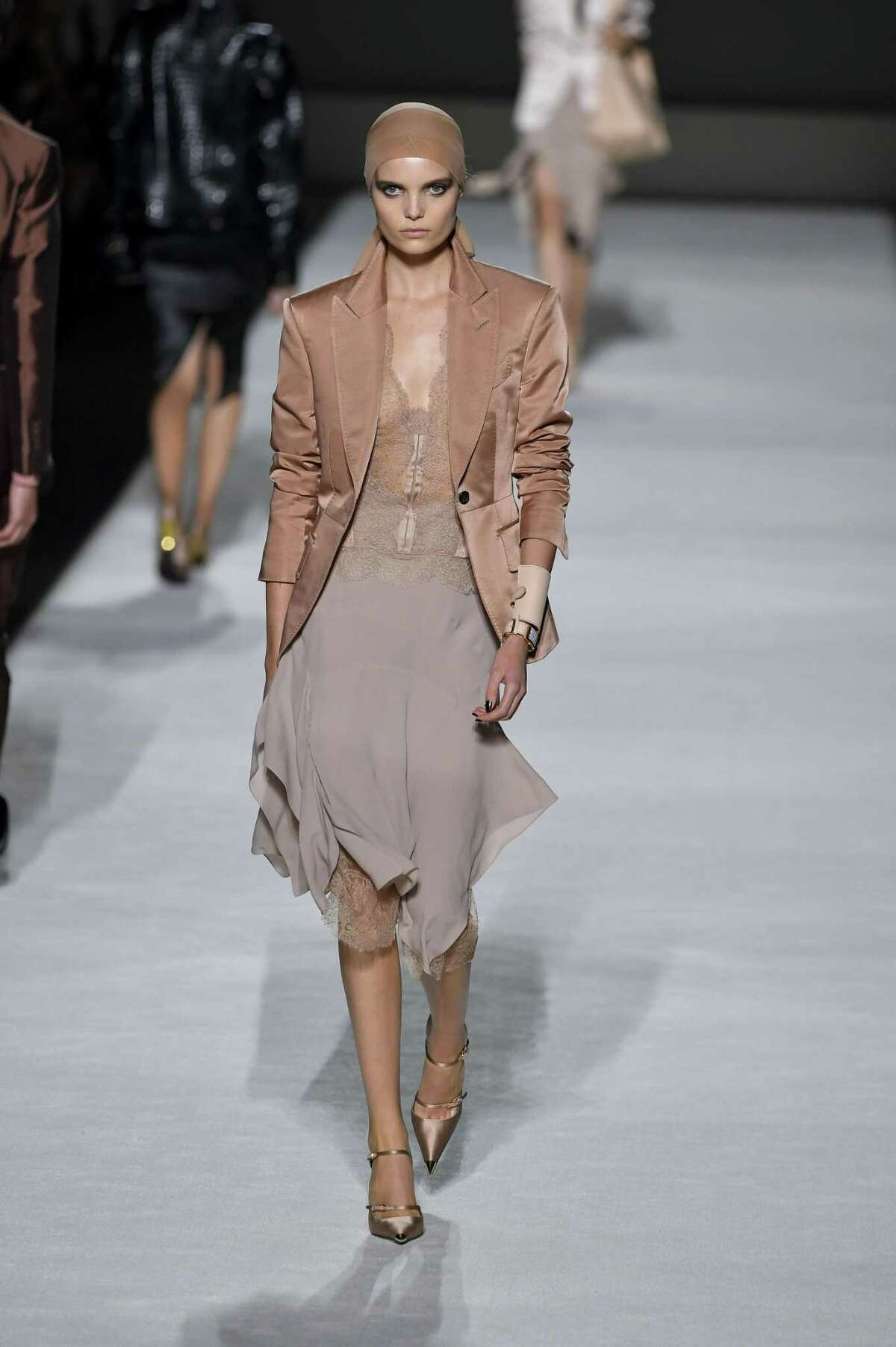 HEAD TO TAUPE Tom Ford