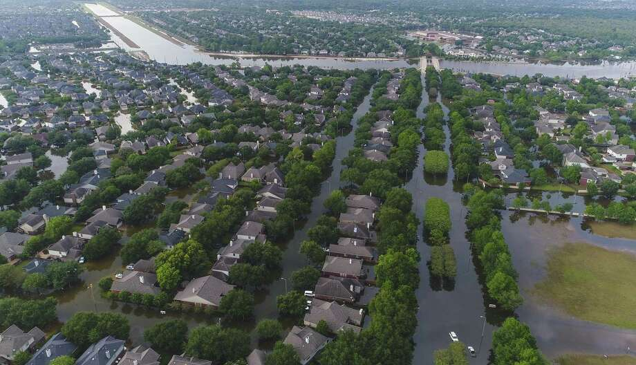 Homes in the Cinco Ranch area along S. Mason Road north of the Westpark Tollway are surrounded by water from Barker Reservoir, Saturday, September 2, 2017, in Houston. (Mark Mulligan / Houston Chronicle) Photo: Mark Mulligan, Staff Photographer / Mark Mulligan / Houston Chronicle / 2017 Mark Mulligan / Houston Chronicle