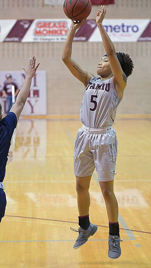 Tacoya Allen and TAMIU lost 74-50 to third-place St. Edward's Wednesday as they are now 0-25 with one game left in the regular season. Photo: Cuate Santos /Laredo Morning Times / Laredo Morning Times