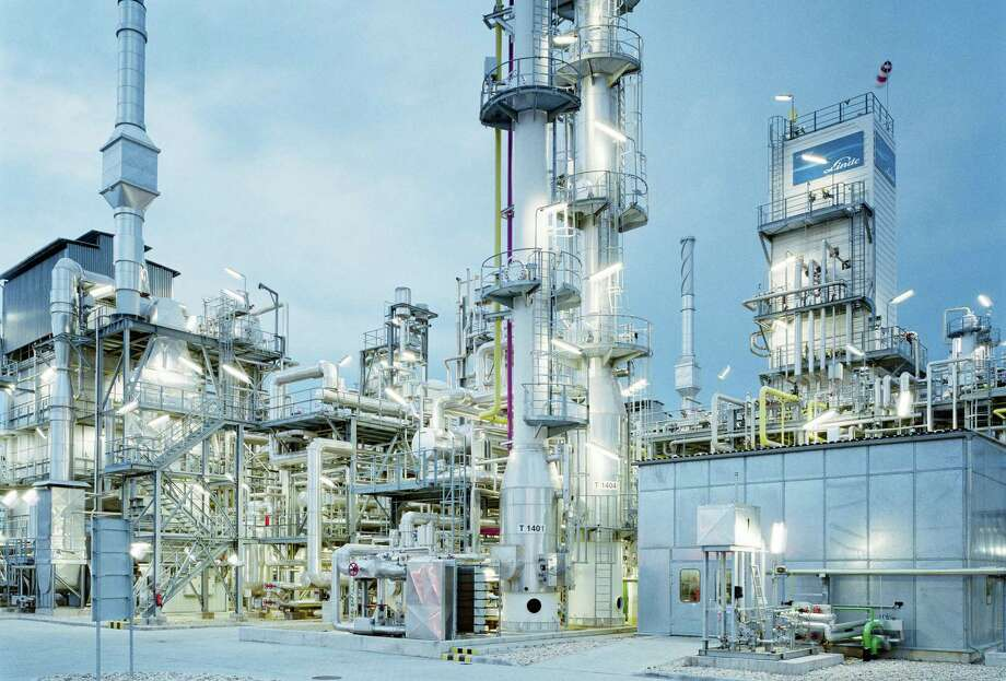 A Linde-built hydrogen steam-reforming plant in Hungary. (Photo via Linde)