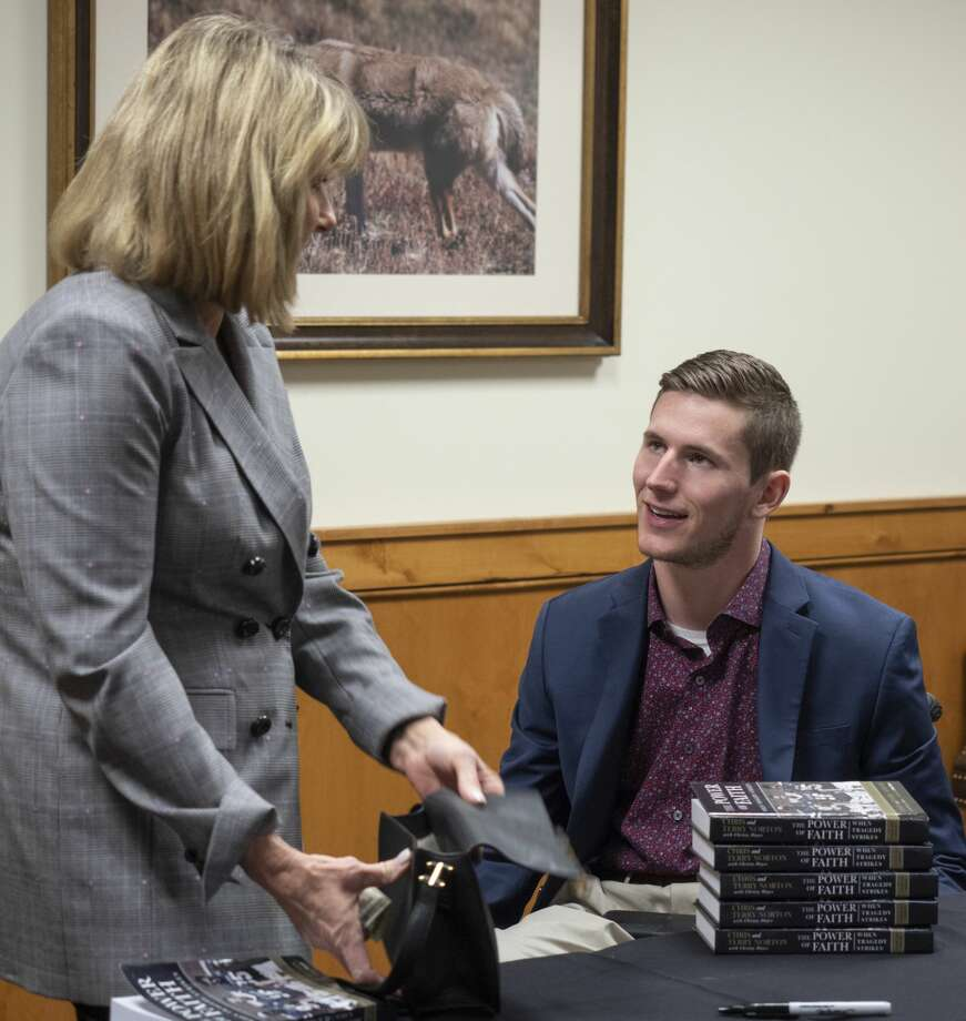 Chris Norton, guest speaker, talks with Sharon Webb 02/28/2019 before the CASA luncheon at Midland Country Club. Tim Fischer/Reporter-Telegram Photo: Tim Fischer