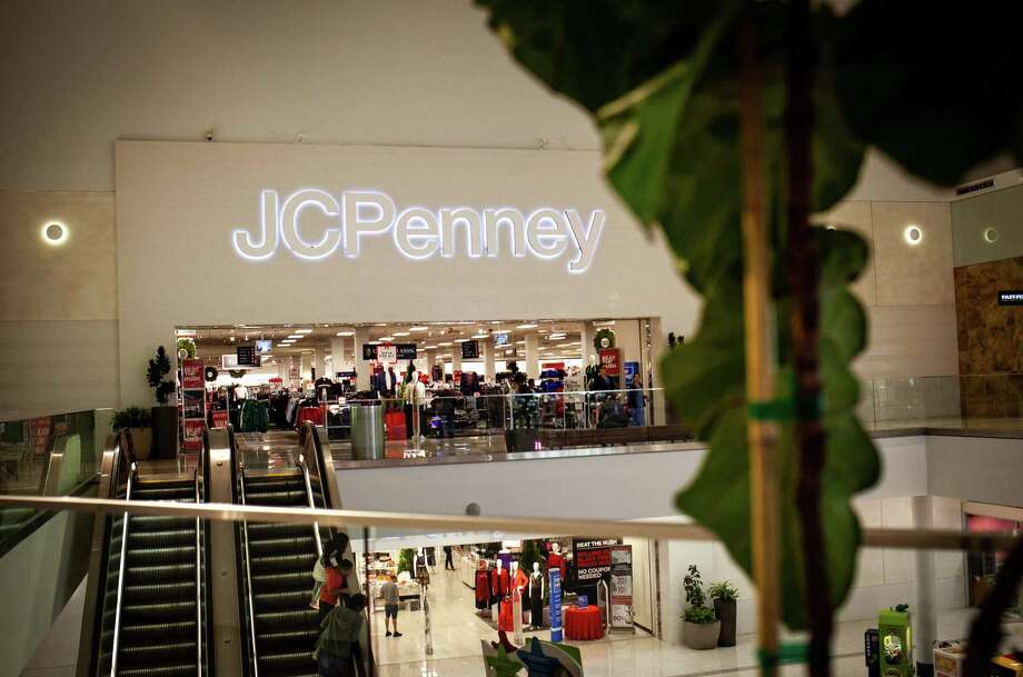 Shoppers ride an escalator near a a J.C. Penney store inside the Westfield Mall in Culver City, Calif., on Nov. 16, 2018. Photo: Bloomberg Photo By Martina Albertazzi. / © 2018 Bloomberg Finance LP