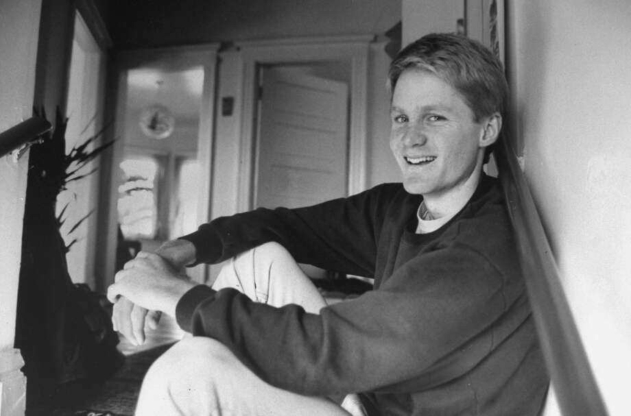 Steve Kerr as a young basketball star at the University of Arizona, poses in his dorm room. Photo: John Storey/The LIFE Images Collection/Getty