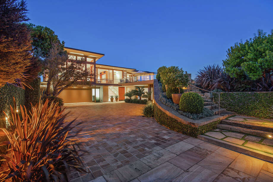1925 Straits View Drive in Tiburon was designed by Sutton Suzuki Architects. Photo: Open Homes Photography