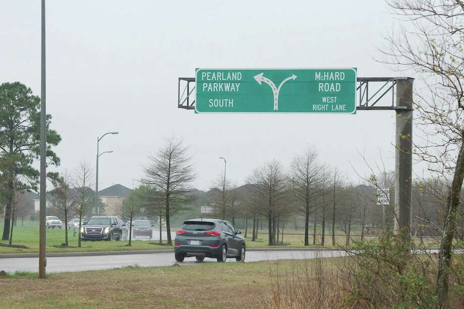 A city of Pearland bond proposition on the May 4 ballot would include funding for a project to improve the Pearland Parkway traffic circle. Photo: Kirk Sides / Staff Photographer / © 2018 Kirk Sides / Houston Chronicle