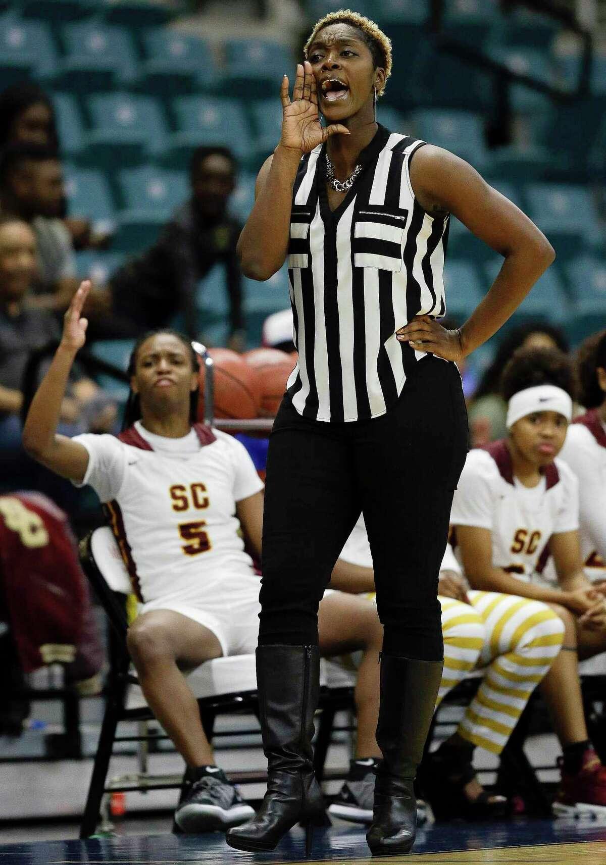 Summer Creek head coach Carlesa Dixon yells instructions during the first half of a 6A regional championship basketball game against Westside, Saturday, Feb. 23, 2019, in Katy, TX.