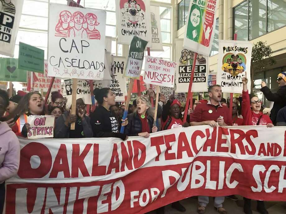 Several hundred Oakland educators, joined in solidarity by teachers from San Francisco, San Lorenzo, Albany and Berkeley marched from Frank Ogawa Plaza in Oakland to a state building in downtown Oakland where school district and union officials were negotiating on Thursday, Feb. 28, 2019. Photo: Ashley McBride