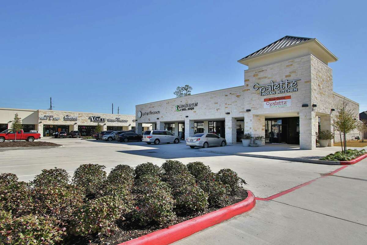 Big City Wings andJax Burgers Fries & Shakes have signed up as tenants in inRayford Harmony, a 38,738-square-foot center at 3555 Rayford Road in Spring. The property, owned by Dallas-based Crow Holdings, is fully leased.