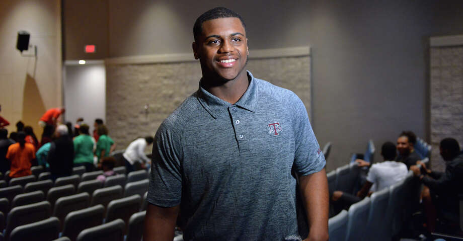 Texas A M Dl Demarvin Leal To Miss Spring Practice With Injury Houston Chronicle