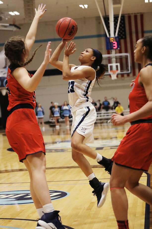 Northwood's Zakiya Wells takes a shot during a game against SVSU on Thursday, Feb. 28, 2019 at Northwood University. (Katy Kildee/kkildee@mdn.net) Photo: (Katy Kildee/kkildee@mdn.net)