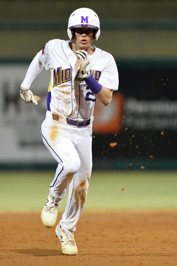 Midland High's Tyler Wade heads for third base while running on a fielding error by Lee Feb. 28, 2019, at Security Bank Ballpark. James Durbin/Reporter-Telegram Photo: James Durbin / ? 2019 Midland Reporter-Telegram. All Rights Reserved.