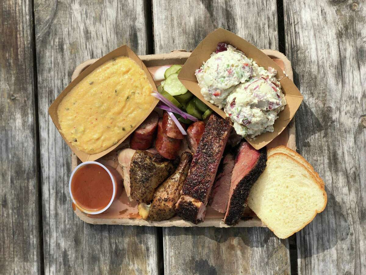 Barbecue platter atMicklethwait Market & Grocery in Smithville