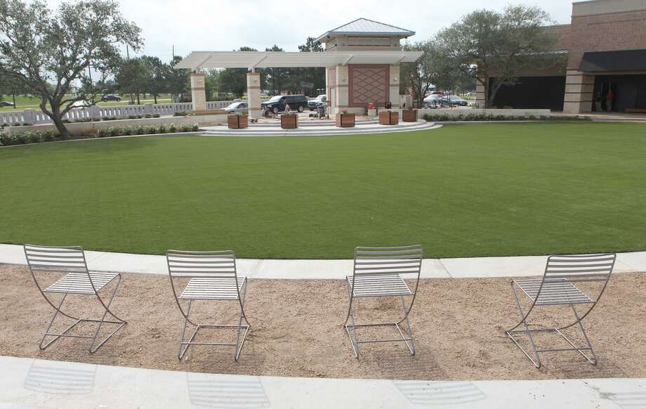 Central Green project at LaCenterra at Cinco Ranch in Katy is scheduled to host Grammy-winning artists Con Fun Shun at a free concert at 7 p.m. Thursday, March 7. Opening for Con Funk Shun is Guns For Hire. The park is located at 23501 Cinco Ranch Blvd., Katy. Photo: Alan Warren, Staff Photographer / Houston Community Newspapers / Houston Community Newspapers