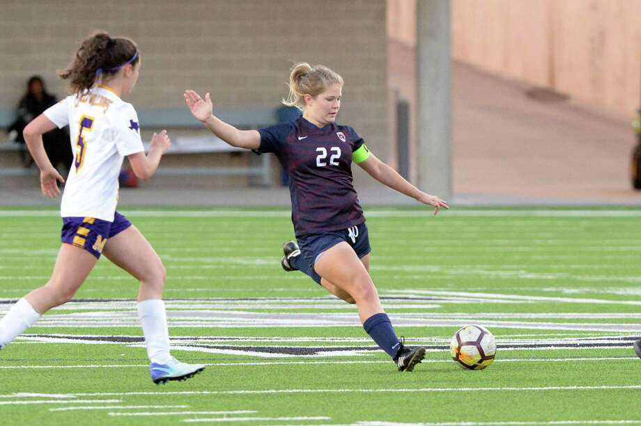 Skylar Parker (22) of Tompkins makes a shot on goal during the second half of a high school soccer game between the Tompkins Falcons and the McAllen Bulldogs in the I-10 Shootout on Saturday, January 12, 2019 at Legacy Stadium, Katy, TX. Photo: Craig Moseley, Houston Chronicle / Staff Photographer / ©2019 Houston Chronicle