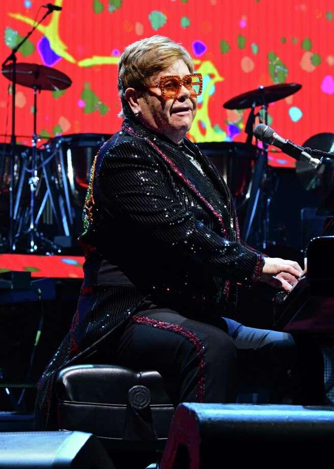 Photos: Elton John per...