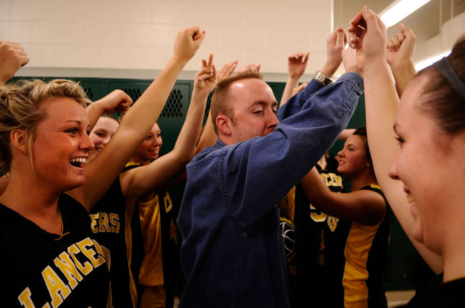 Bullock Creek coach Justin Freeland leads his team in a halftime cheer during halftime of the Lancers' regional final vs. Portland on Feb. 28, 2008. Photo: Daily News File Photo