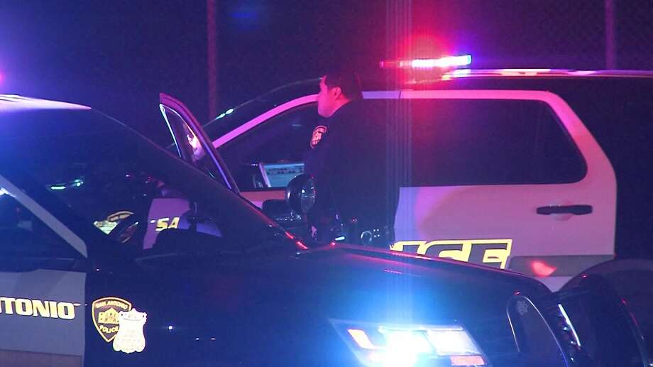 San Antonio police investigate a shooting on the East Side that left one man hospitalized in serious condition on Saturday, March 2, 2019. Photo: 21 Pro Video