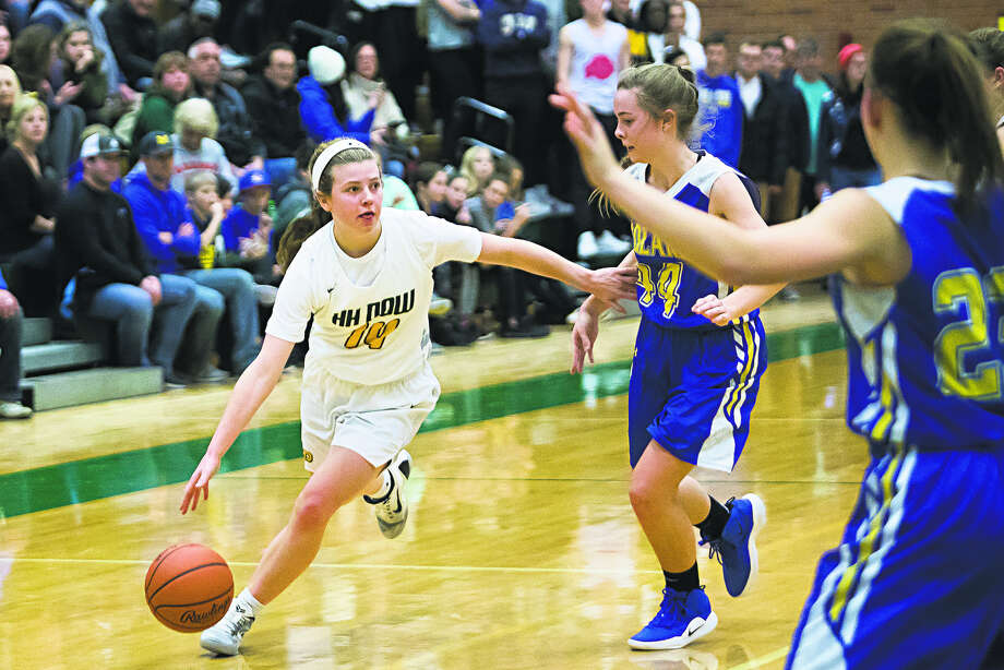 Dow High's Molly Davis turns the corner during a game against Midland High earlier this season. Photo: Daily News File Photo