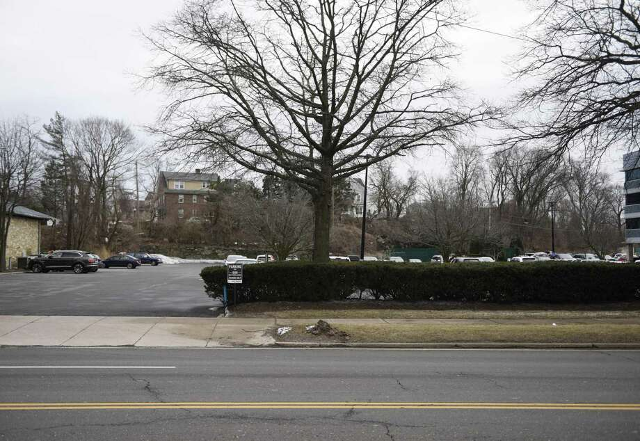 The proposed location of new apartments at 500 West Putnam Ave. in Greenwich, Conn., photographed on Wednesday, Feb. 27, 2019. Photo: Tyler Sizemore / Hearst Connecticut Media / Greenwich Time