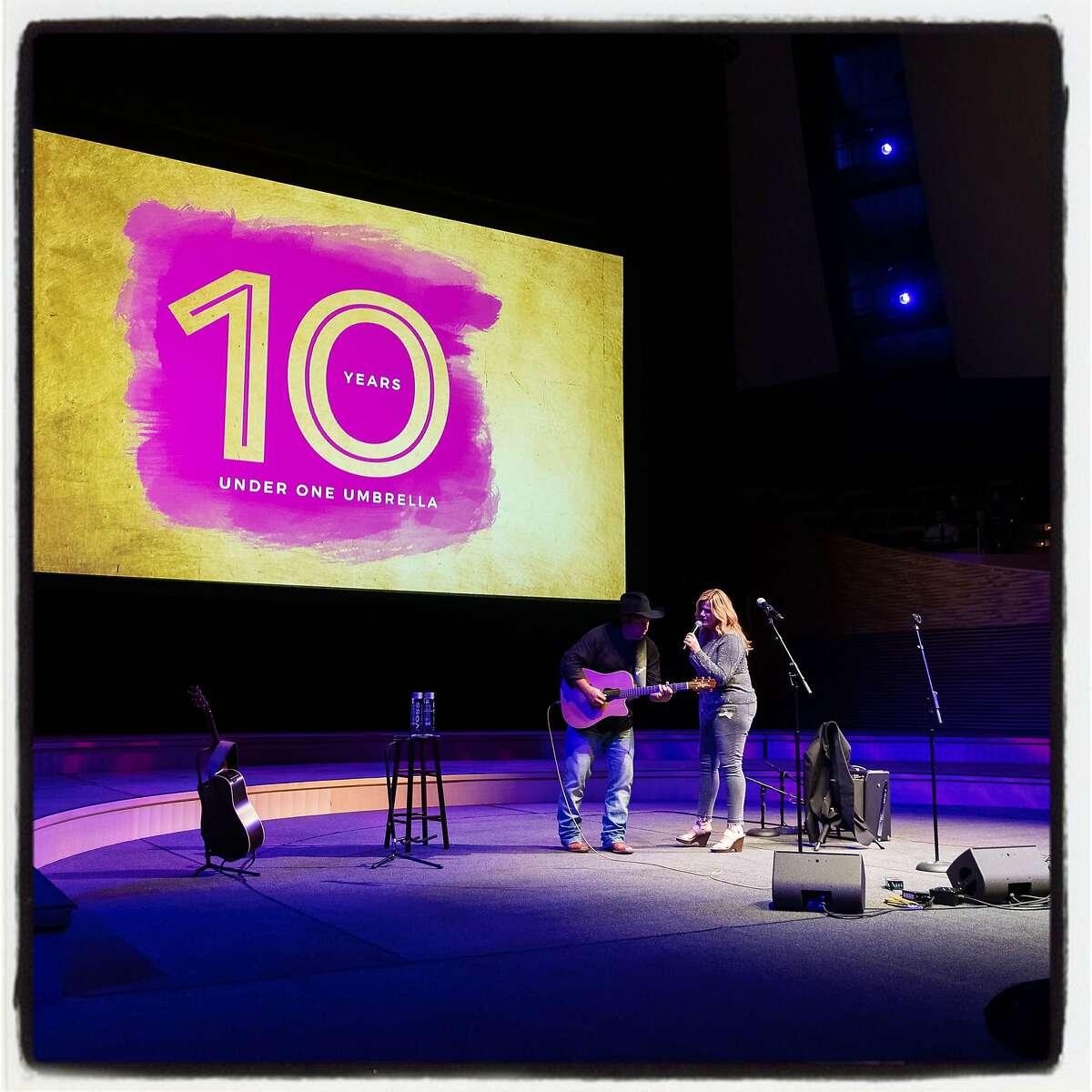 Garth Brooks and Trisha Yearwood perform at Under One Umbrella fundraiser. Feb. 27, 2019.