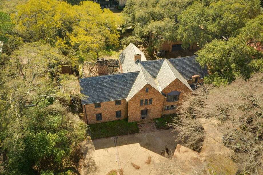 The property at 929 Kirby is the second River Oaks home to go under foreclosure in the last six months. Photo: Houston Association Of Realtors