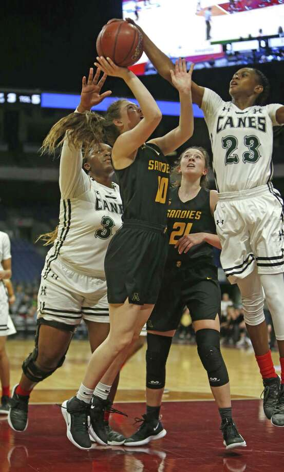 Fort Bend Hightower's Destini Lombard blocks shot of Amarillo's Gracie Bentley. Fort Bend Hightower v Amarillo . Thursday, February 28, 2019. Photo: Ronald Cortes/Contributor / 2018 Ronald Cortes