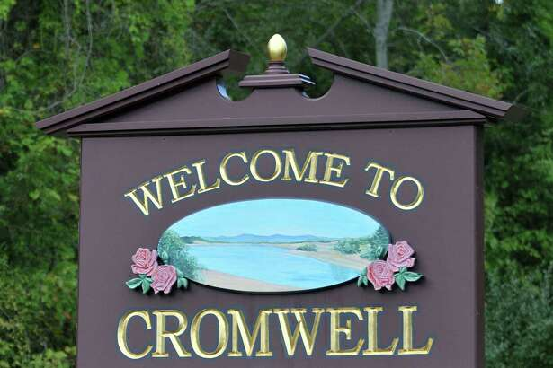 Cromwell town sign