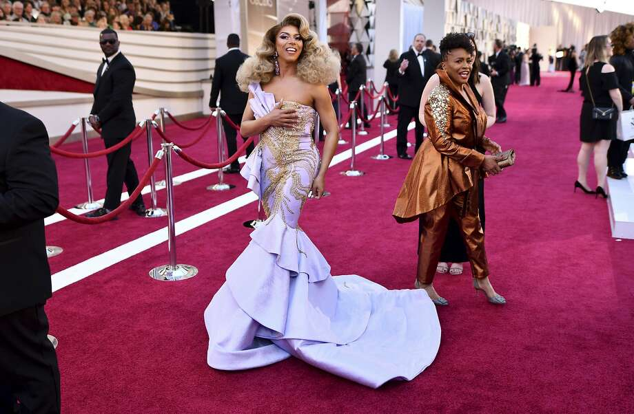 Shangela, believed to be the first drag queen to attend the Academy Awards, arrives on the red carpet at the Dolby Theatre in Los Angeles on Feb. 24. Photo: Charles Sykes / Associated Press