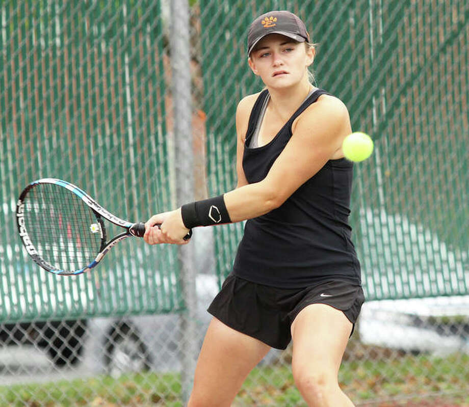 Edwardsville senior Abby Cimarolli made her third state tourney appearance after teaming with Natalie Karibian to win a Class 2A sectional doubles title at Belleville East. Photo: Intelligencer Sports Staff