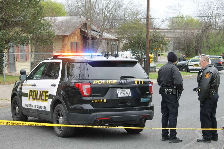 Police shot a robbery suspect near Westfall and South Olive streets on March 4, 2019. Photo: Fares Sabawi/ San Antonio Express-News