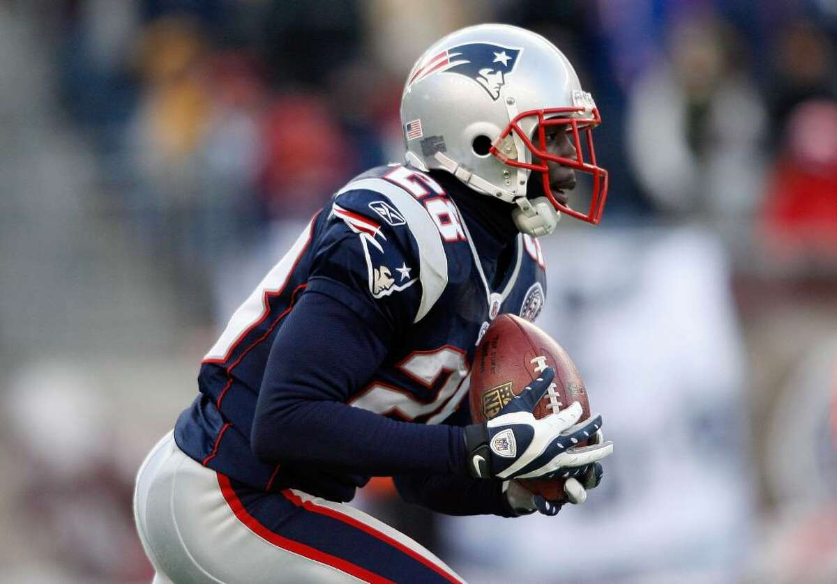 FOXBORO, MA - JANUARY 10: Darius Butler #28 of the New England Patriots gets set to return a kick against the Baltimore Ravens during the 2010 AFC wild-card playoff game at Gillette Stadium on January 10, 2010 in Foxboro, Massachusetts. (Photo by Elsa/Getty Images)