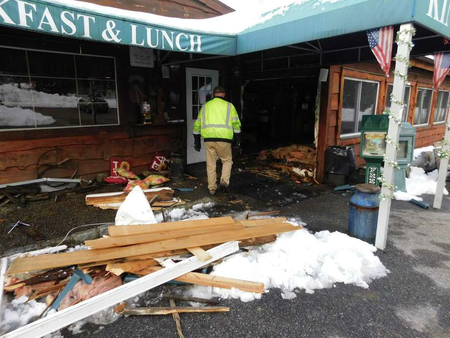 Suv Crashes Through Newtown Restaurant Wall Connecticut Post