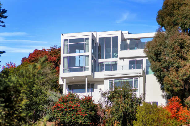 Berkeleyu0027s Spyglass House: Modern Luxury And A Four Bridge View