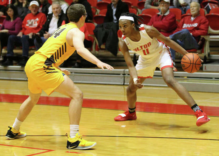 Alton's Donovan Clay (right), shown in action earlier this season at the Centralia Tourney, leads the Redbirds into Tuesday's sectional semifinal against Belleville West in Edwardsville. Photo: Greg Shashack / The Telegraph