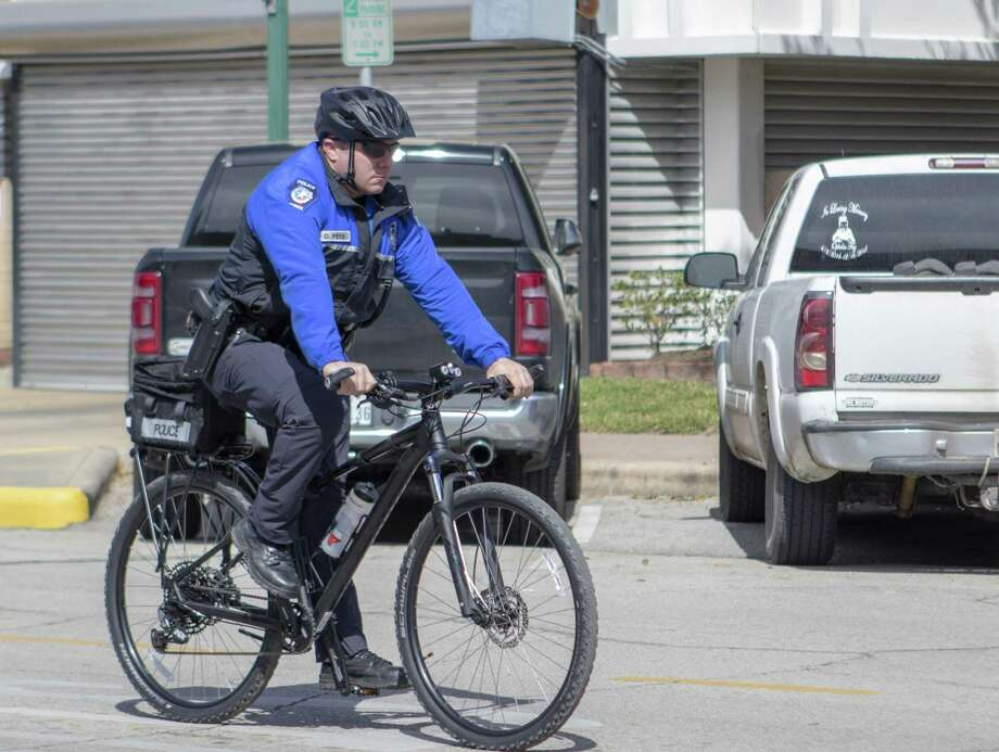Officer David Peek rides through Tuesday, March 5, 2019 in downtown Conroe. Photo: Cody Bahn, Houston Chronicle / Staff Photographer / © 2018 Houston Chronicle
