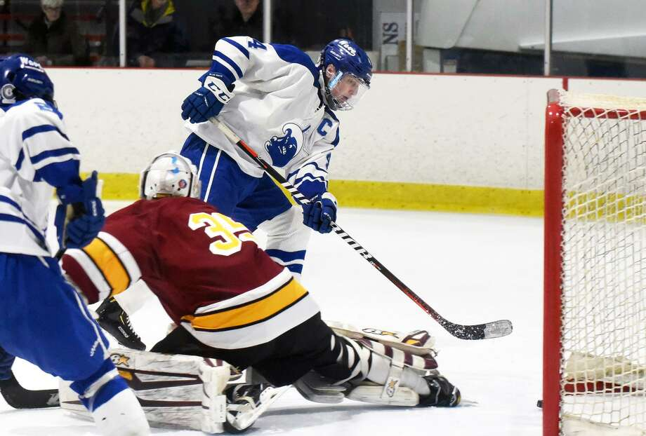 Darien's CJ Hathaway (4) scores past St. Joseph goalie Will Brady (35) during the first round of the CIAC Div. I tournament on Tuesday, March 5, 2019 at the Darien Ice House. Photo: Dave Stewart / Hearst Connecticut Media / Hearst Connecticut Media