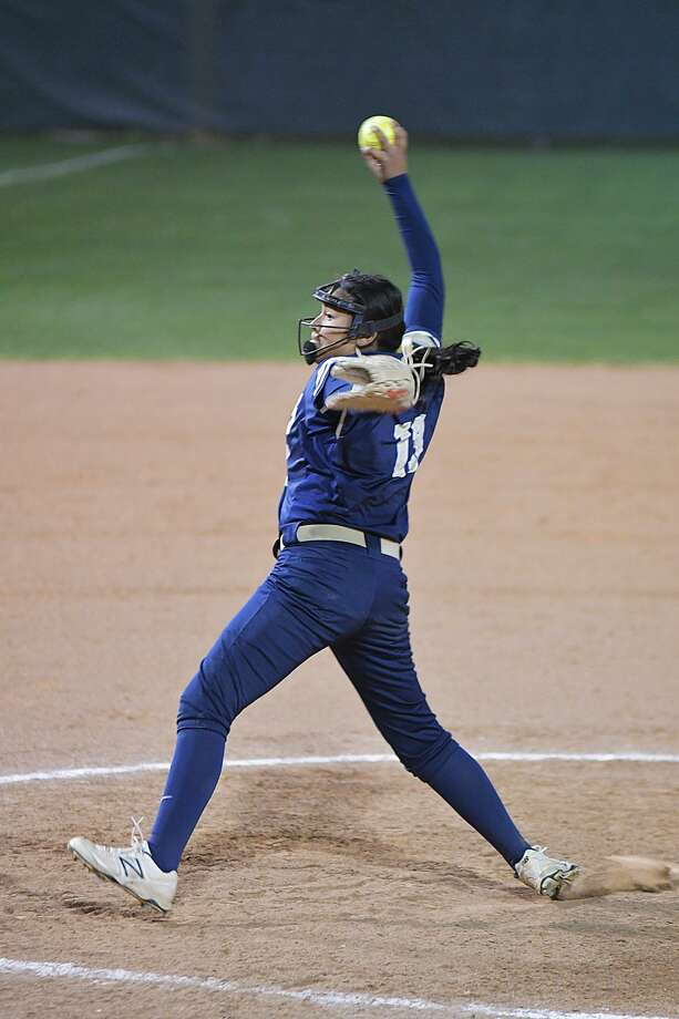 Krista Gamez pitched a complete-game shutout and added two hits and three RBIs as Alexander opened district play with a 7-0 win over LBJ. Photo: Cuate Santos /Laredo Morning Times / Laredo Morning Times