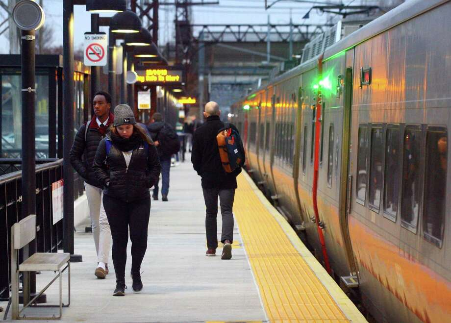 Commuters at the Noroton Heights Station in Darien, Conn., on Friday Dec. 14, 2018. Photo: Christian Abraham / Hearst Connecticut Media / Connecticut Post