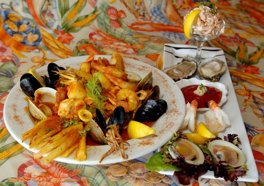 Food is served Salty's Pub & Bistro, in Halfmoon, N.Y. on Sunday, July 1, 2007.
