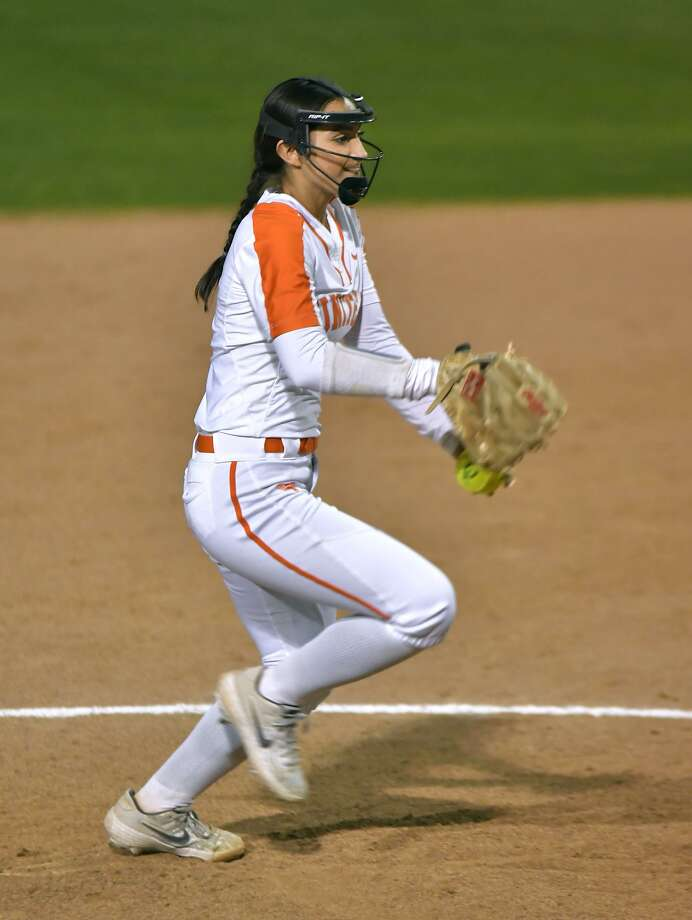 Kelly Salinas pitched a one-hitter as United defeated Nixon 14-0 in four innings Saturday to improve to 7-3 in District 29-6A and secure a postseason berth. Photo: Cuate Santos /Laredo Morning Times File / Laredo Morning Times