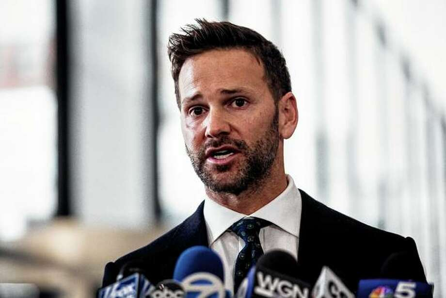 Former U.S. Rep. speaks Wednesday to reporters at Dirksen Federal Courthouse in Chicago. Schock has agreed to repay tens of thousands of dollars in taxes and to campaign committees in exchange for prosecutors dismissing his felony corruption case. Photo: Ashlee Rezin | Chicago Sun-Times Via AP