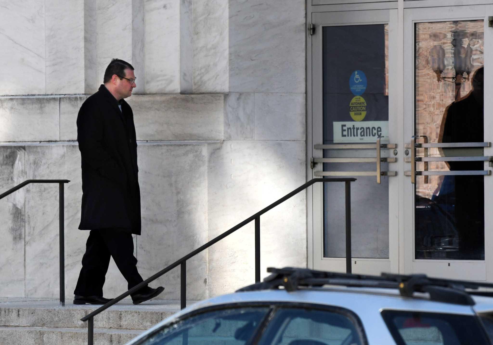 Signoracci sentenced to probation as Morse awaits fate