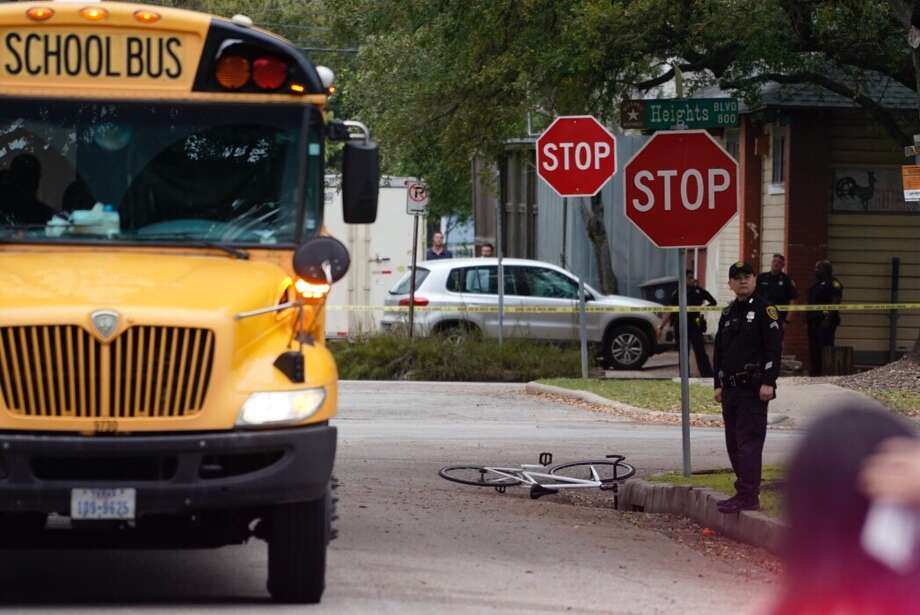 Police investigate a scene where a cyclist was struck and killed by a HISD school bus at Heights Blvd. and 8th Street in the Heights, Thursday, March 7, 2019. Photo: Mark Mulligan/Houston Chronicle / 2019