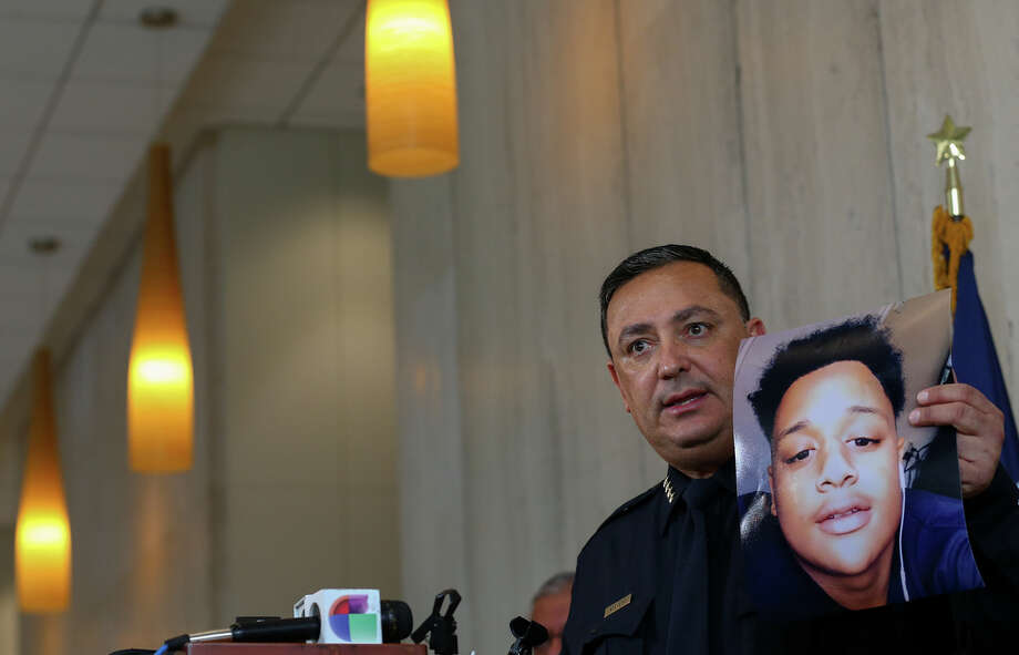 Houston Police Chief Art Acevedo talks to reporters about the charges being filed against Kendrick Johnson during a press conference Friday, March 8, 2019. Johnson is suspected of murdering Ken Roberson III and De'Lindsey Mack. Photo: Godofredo A. Vasquez, Staff Photographer / 2018 Houston Chronicle